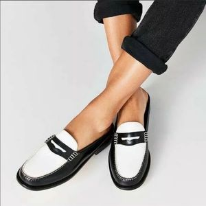 Bass Weejuns penny loafer mule blk/wht. Nwot!